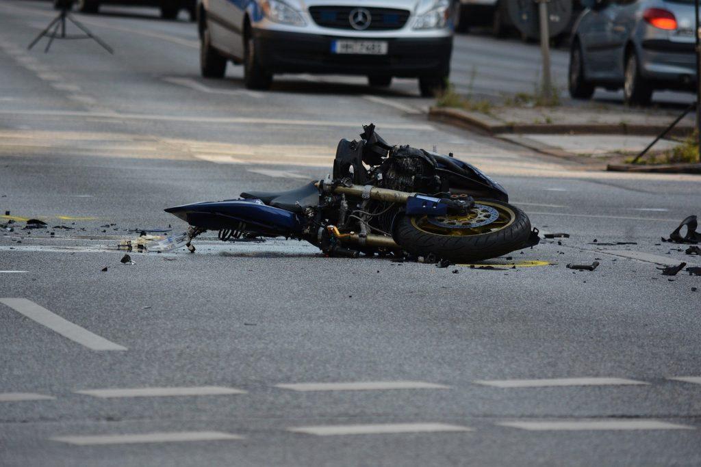 Motorradunfall: ein menschliches Schicksal oder Sensation?