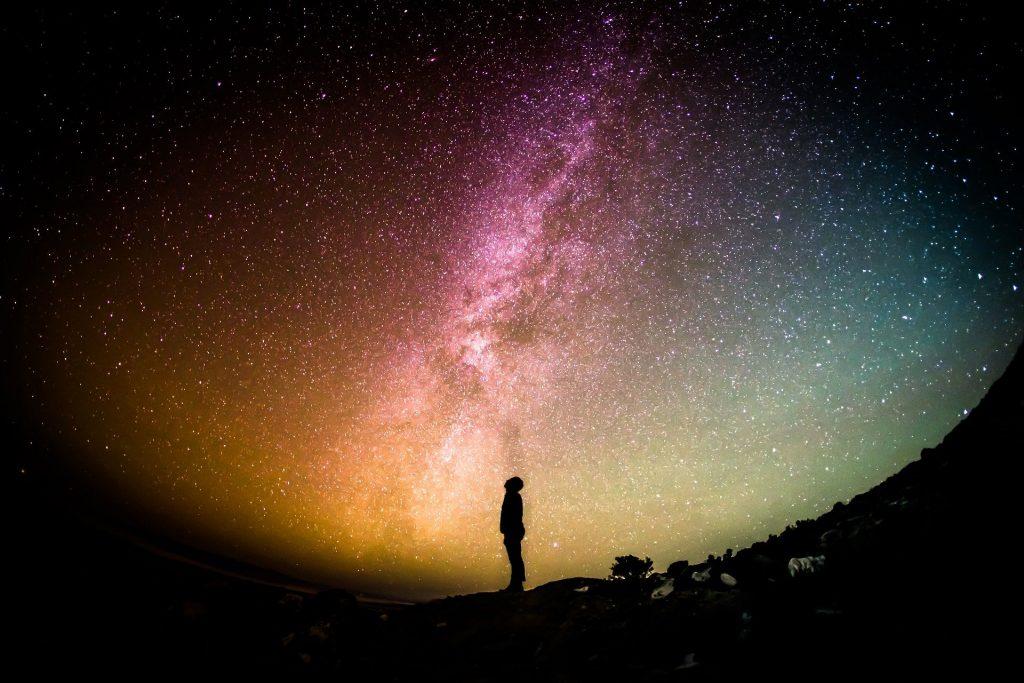 Glück: Auch die Betrachtung eines solchen Sternenhimmels kann glücklich machen.
